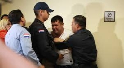 """HOY / Apelarán altísima condena de policía: """"No pedimos más reducción, sino su libertad"""""""