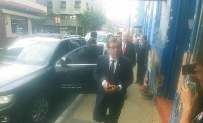 HOY / Nicanor visita su futuro despacho en Yacyretá