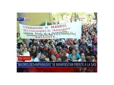 Madres desamparadas reclaman subsidios y cierran Mariscal López