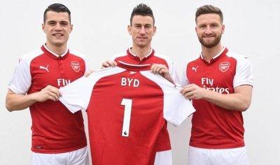 Estafan al Arsenal en contrato publicitario con marca de coches eléctricos