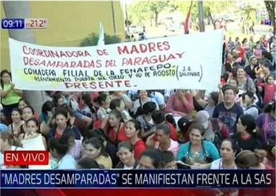 Madres desamparadas exigen ser beneficiadas con Tekoporã