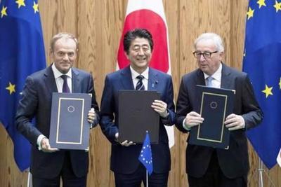 """UE y Japón firman """"histórico"""" acuerdo comercial"""