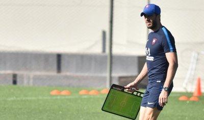 Zubeldía ve partido duro ante Independiente con plantel de Cerro justito