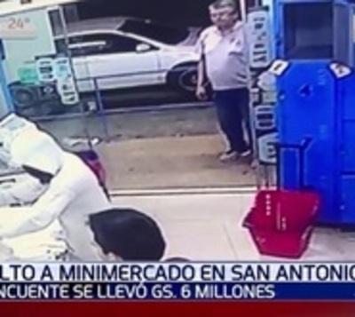 Delincuente armado asaltó minimercado en San Antonio