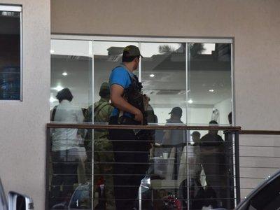Jefes policiales destituidos por custodia a líder del PCC