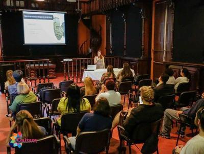Profesional española dictó charla sobre conservación de bienes históricos