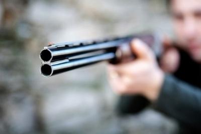 Disparó a su cuñado y huyó