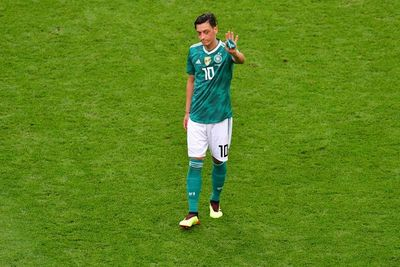 Federación Alemana de Fútbol rechaza acusaciones de racismo de Özil