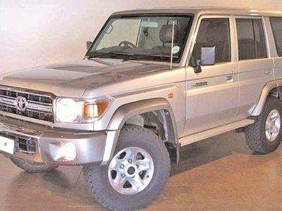 Recién tras 3 años, Senad denuncia que compraron camioneta sin papeles