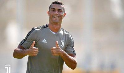 Cristiano Ronaldo ya se entrena con la camiseta de Juventus
