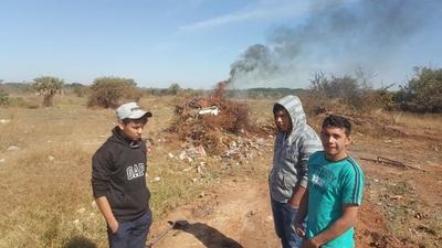 Alumnos rurales limpian basural
