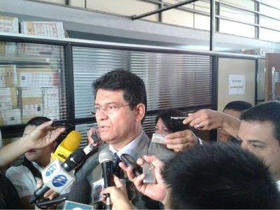 Ibáñez, acusado de estafa en el colegio