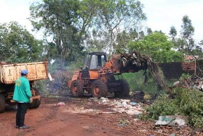 Empresa recolectora de basura utiliza maquinarias de la comuna