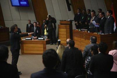 Hijo de Calé juró como  diputado en vez de Ibáñez