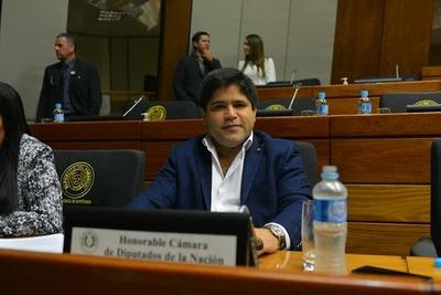 Denuncian a Luis Urbieta por supuesta malversación de fondos