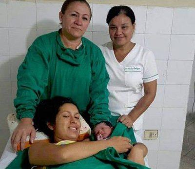 "Estela heredó de su abuela  el don de ""traer"" vidas, he'i"