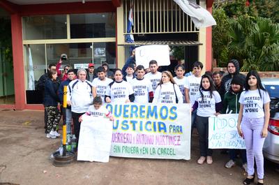 Protesta para pedir libertad de jóvenes