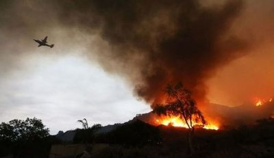 Bomberos anuncian progresos en control de incendios en California