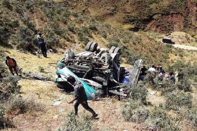 Accidente de autobús deja al menos 10 muertos en Perú