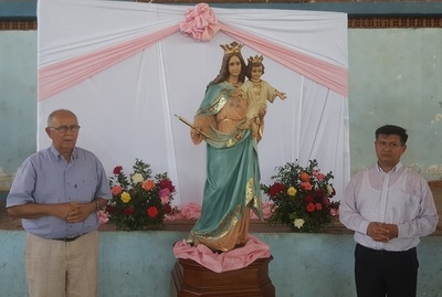 Restituyen imagen de la Virgen María Auxiliadora destrozada por mal estado de calle