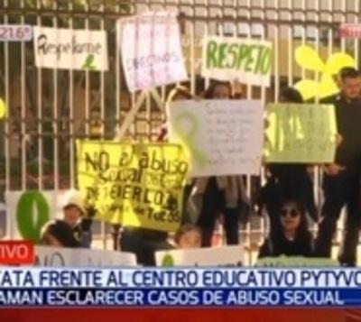 Acusan a directivos de colegio por supuesto encubrimiento de abusos