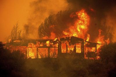 """Una veintena de incendios convierten a la ciudad de California en un """"infierno"""""""