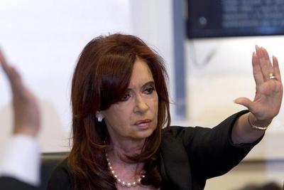 Expresidenta niega haber recibido sobornos y denuncia persecución
