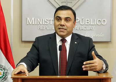 Fiscalía imputa a ex fiscal general del Estado por enriquecimiento ilícito