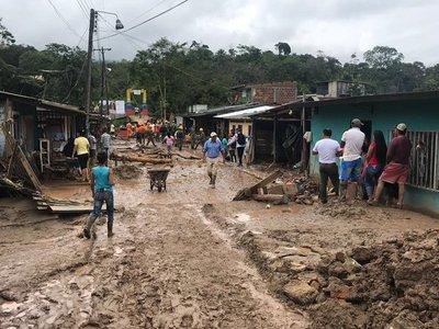 Miles de evacuados tras fuertes lluvias en Colombia
