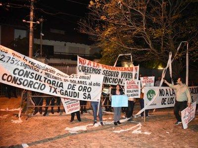 Escrachan al intendente de Asunción, Mario Ferreiro