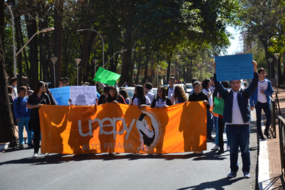 Estudiantes marcharon  contra la corrupción