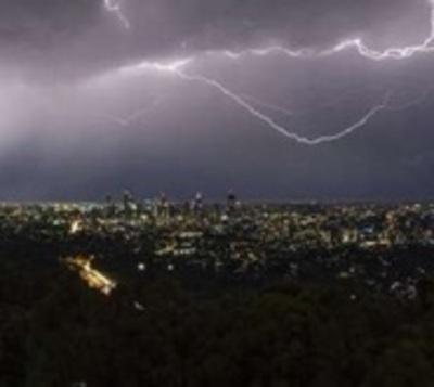 Alerta de tormentas eléctricas con fuertes vientos