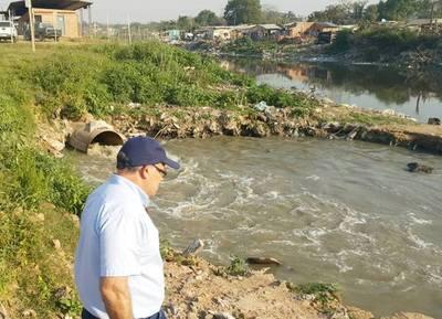 """Seam sugiere aplicar """"multas severas"""" a empresas que vierten sus residuos al Mburicaó"""