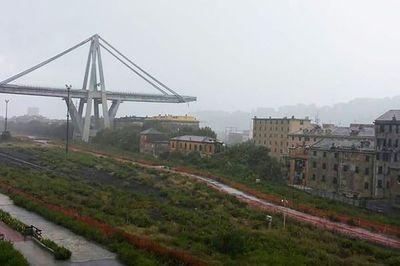 """Decenas de """"víctimas"""" por derrumbe de puente en autopista italiana"""