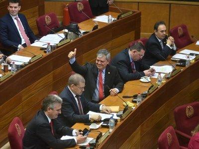 Enrique Riera jura como senador en reemplazo de Castiglioni