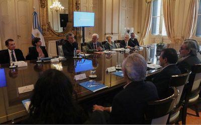 Argentina endurece política fiscal para el campo y la industria