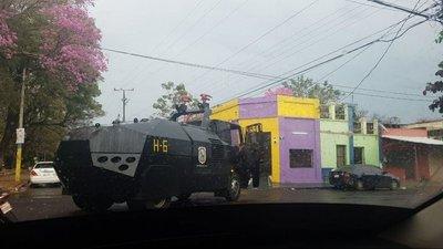 Carro hidrante causó confusión en Luque