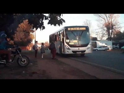 Choferes no alzan a estudiantes de escuelas privadas en Salto del Guairá