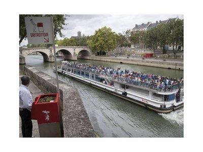 Mingitorios en plena calle crean polémica en París