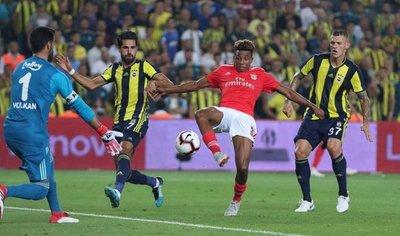 Benfica, Dinamo Kiev y Ajax clasificados