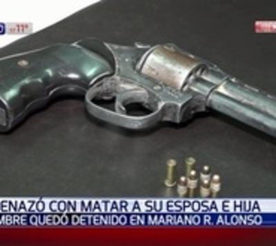 Denuncian a hombre por golpear y amenazar de muerte a su familia