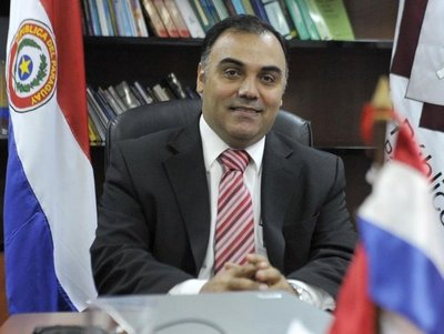 Abogado de prófugo Díaz Verón descarta que el exfiscal general del Estado se entregue esta mañana
