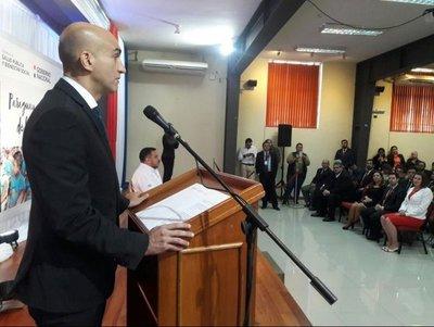 Asume ministro de Salud y critica a antecesores