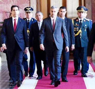 Abdo Benítez rompe con la rutina en Palacio de López