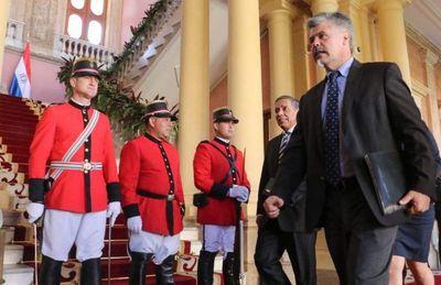 Ministro de la Senad recupera atribuciones para designar a sus directores