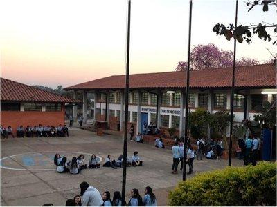 Alumnos levantan toman de colegio en Fernando de la Mora