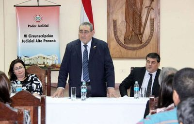 Charla sobre derecho penal juvenil en Alto Paraná