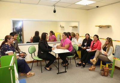 Estudiantes se informan sobre la Psicología Jurídica