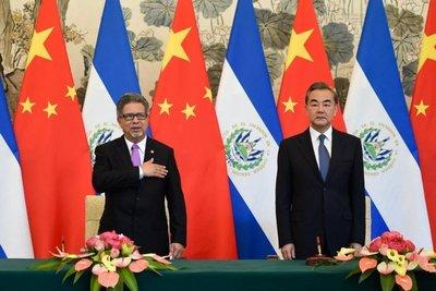 El Salvador abre relaciones con China
