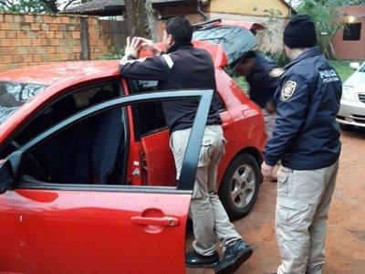 Detienen a tres policías sospechosos de asaltar a una mujer